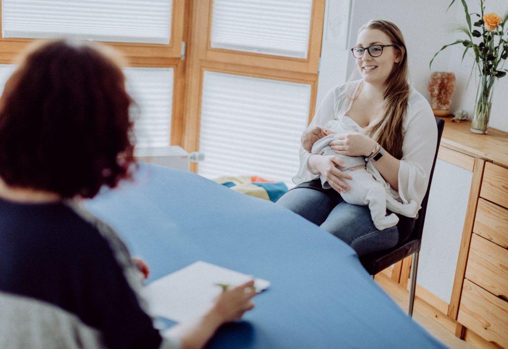 Osteopathie-junge-Mutter